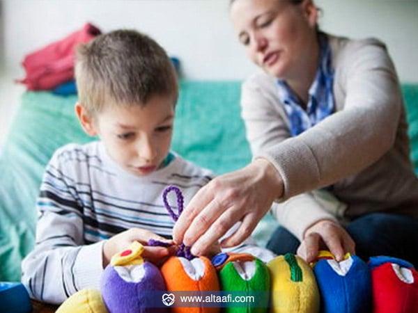 كيف تتعامل الأسرة مع الطفل المصاب بمتلازمة أسبرجر